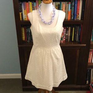 Vineyard Vines NWT white eyelet dress - size 8